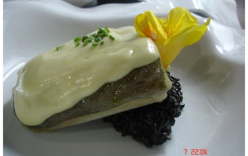 bacalao al pilpil con risoto de arroz negro [800x600]
