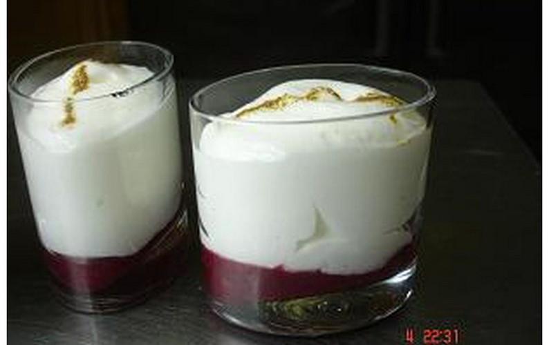espuma de yogurt con frutos rojos y regaliz [800x600] [800x600]
