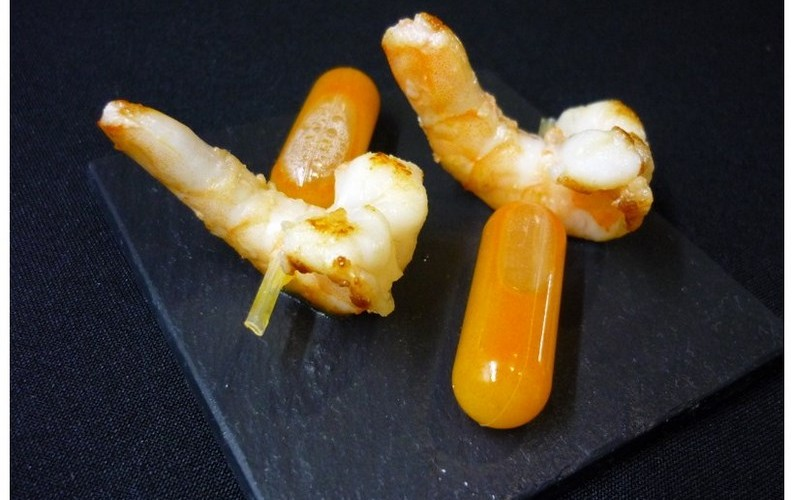langostinos con pipeta de crema de marisco [800x600]
